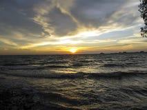 Заход солнца пляжем стоковое изображение rf