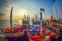 заход солнца реки galway Ирландии рыболовства графства corrib города шлюпки Стоковое Изображение RF