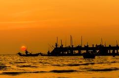 Заход солнца рыбацкой лодки Стоковые Изображения