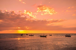 Заход солнца рыбацкой лодки Стоковая Фотография RF
