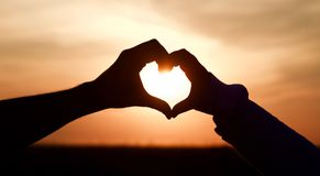 Заход солнца сердца влюбленности стоковое фото rf