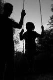заход солнца силуэта пруда детей Стоковая Фотография RF