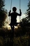 заход солнца силуэта пруда детей Стоковое Фото