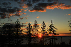 Заход солнца смотря сверх от скалы Стоковые Фотографии RF