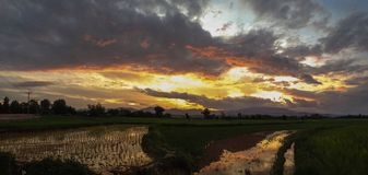 заход солнца солнца неба Стоковое фото RF