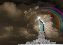 заход солнца статуи newyork вольности города иллюстрация штока