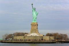 заход солнца статуи newyork вольности города стоковые фото
