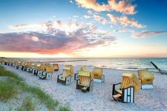 заход солнца стулов пляжа Стоковые Изображения