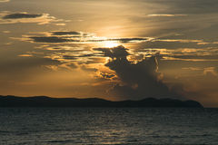 Заход солнца с горами Стоковое Фото