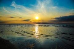 Заход солнца с голубым морем Стоковое Изображение