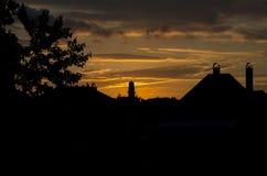Заход солнца с здание муниципалитетом Стоковые Фотографии RF