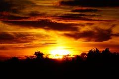 Заход солнца с изумительными облаками Стоковое фото RF