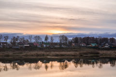 Заход солнца с красивым небом над старыми домами Стоковая Фотография RF