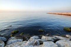 Заход солнца с маяком и пристанью в Yalova, Турции Стоковые Фотографии RF