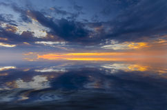 Заход солнца с милыми облаками на заходе солнца Стоковая Фотография