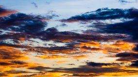 Заход солнца с облаками, предпосылкой и обоями Стоковое Изображение