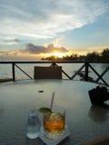 Заход солнца с ромом и тоникой Стоковое фото RF
