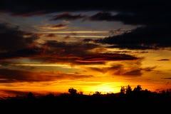 Заход солнца с другими цветами и изумительными облаками Стоковая Фотография RF