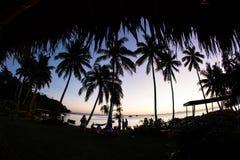 Заход солнца увиденный от тропического острова в Фиджи Стоковая Фотография RF