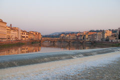 Заход солнца Флоренса реки Арно стоковые фото
