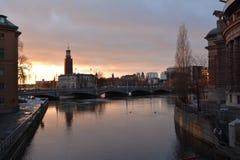 Заход солнца через мост Стоковое фото RF