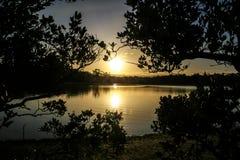 Заход солнца через озеро Стоковое Изображение