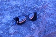 Заход солнца через стекла Стоковое Изображение