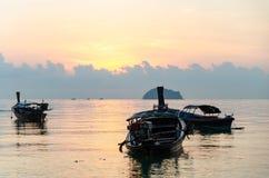 Заход солнца шлюпок в море Стоковая Фотография RF
