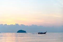 Заход солнца шлюпок в море Стоковые Фото