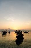 Заход солнца шлюпок в море Стоковое Изображение RF