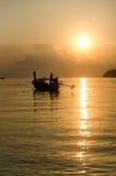 Заход солнца шлюпок в море Стоковая Фотография