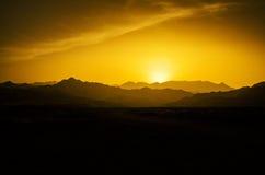 заход солнца дюн Дубай пустыни Стоковое фото RF