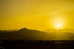 заход солнца дюн Дубай пустыни Стоковые Изображения