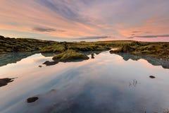 Заход солнца Amazinf в озере Исланди Стоковое Изображение RF