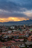 Заход солнца Cochabamba Firey стоковые изображения