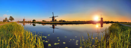180 заход солнца Kinderdijk Стоковые Изображения
