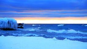 Заход солнца Lake Michigan в зиме видеоматериал