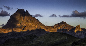 Заход солнца Midi D'Ossau Стоковая Фотография