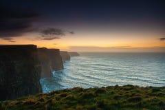заход солнца moher co Ирландии скал clare Клара Ирландия Европа стоковые изображения