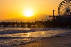 заход солнца monica santa пляжа Стоковое Изображение