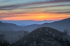 Заход солнца Rolling Hills Mt Парк штата Диабло, Калифорния Стоковое Изображение RF