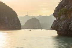 Заход солнца Seascape на заливе Halong Стоковое Изображение