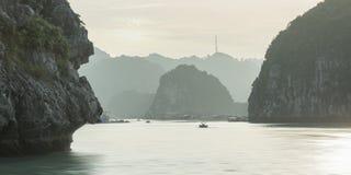 Заход солнца Seascape на заливе Halong Стоковое Изображение RF