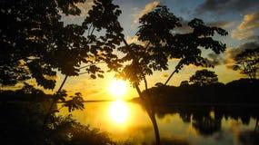Заход солнца Spectacular реки пляжа Domenical Стоковые Изображения