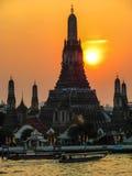 Заход солнца Wat Arun Tempe рассвета Стоковая Фотография