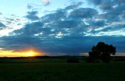 Заходящее солнце смотреть прищурясь Стоковое Изображение