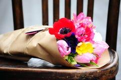 Зацветите расположение свадьбы с лютиком, пионом, розами Стоковое фото RF