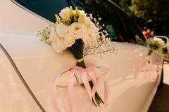 Зацветите украшение букета на двери ` s автомобиля Стоковое Фото
