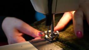 Зашейте красивое платье на швейной машине, 4k, 3840x2160 видеоматериал
