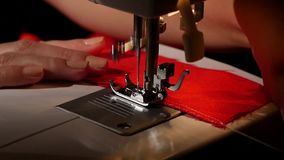 Зашейте на швейной машине движение медленное акции видеоматериалы